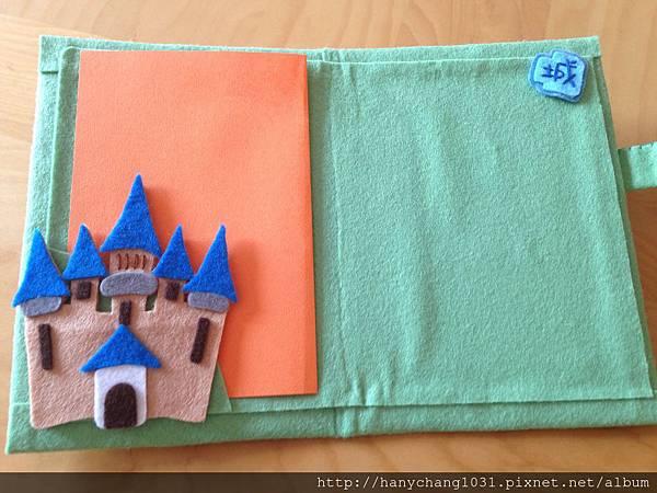 內頁裡面有城堡喔~
