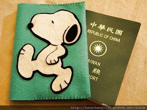 [不織布手作]--史努比護照套.JPG