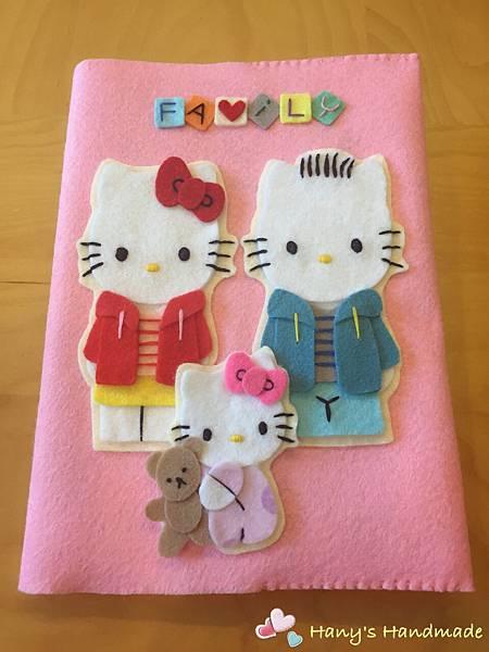 [不織布手作物]--Kitty Family媽媽手冊套.JPG