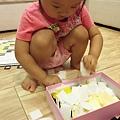 [愛拼貼]--請妮寶先將PP板放到盒內.JPG