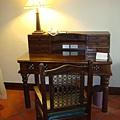 蜜月套房的書桌!我愛這種歐式風格