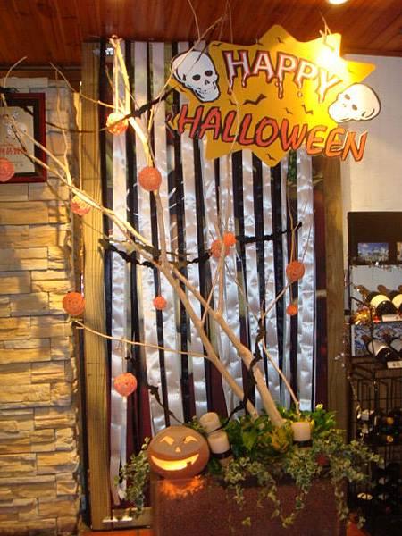 餐廳門口也有萬聖節的裝飾