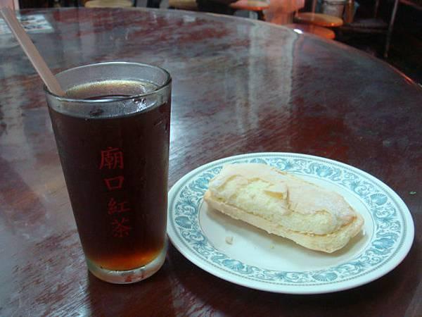 花蓮人氣小吃--廟口紅茶+西點