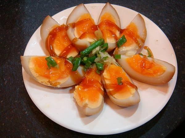 花蓮美食--來成排骨麵小菜黃金蛋