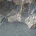 地質應該是花崗岩或大理石吧!!