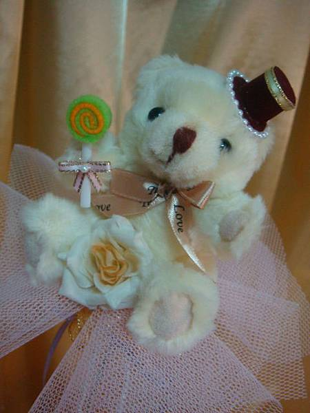 [小熊花束]--我有戴帽子、吃棒棒糖還有玫瑰花喔~~很豐富!!