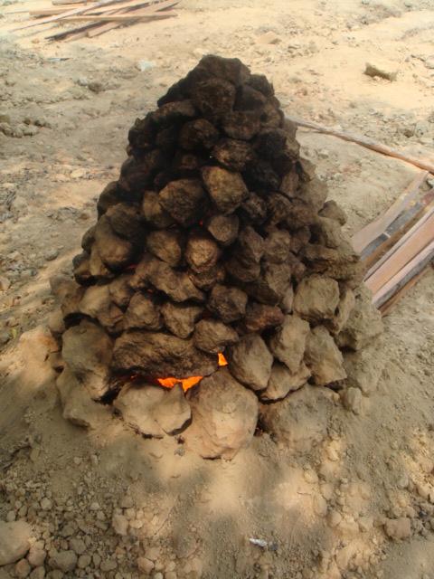 把土塊燒的火紅!!