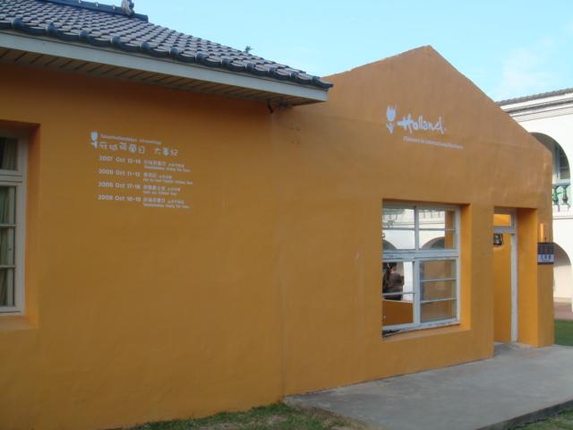 我特愛這黃色的牆!!