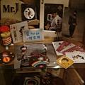 [MR.J]--現場還有展示杰倫商品
