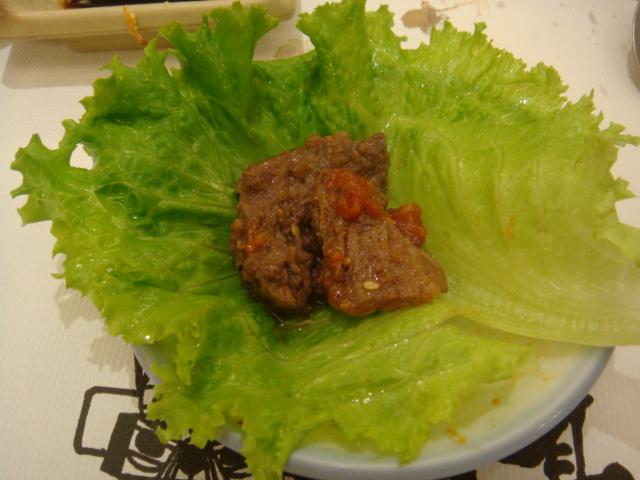 [高麗棒]--將生菜包上肉再沾點韓國辣醬,超好吃!!