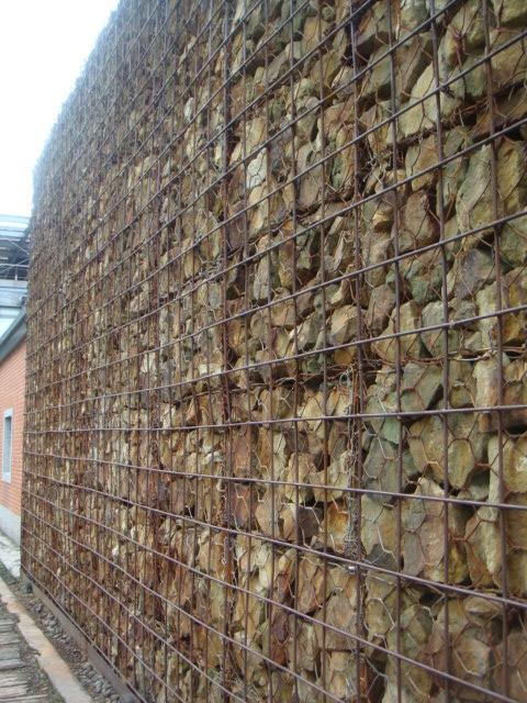 [金瓜石]--一塊塊的礦石堆疊而成
