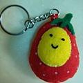 [不織布手作物]--鑰匙扣的草莓蛋