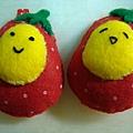 [不織布手作物]--鑰匙扣的草莓蛋雙胞胎