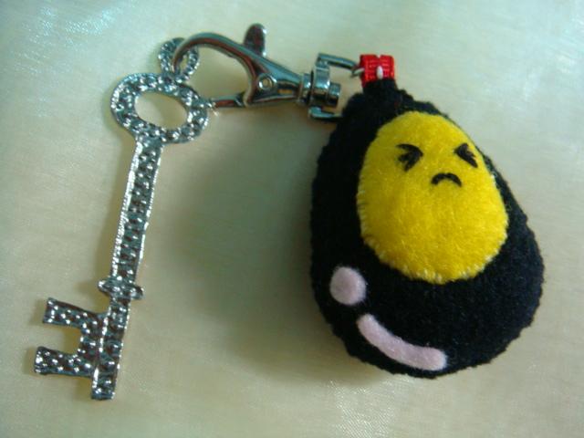 [不織布手作物]--鑰匙扣的炸彈蛋