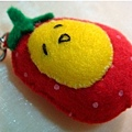 [不織布手作物]--這顆草莓蛋的表情很可愛.bmp