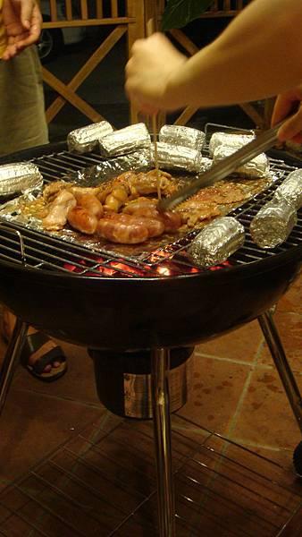 熱得半死的烤肉