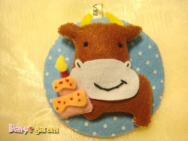 [不織布]--吃蛋糕的牛牛吊飾