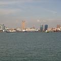 沿途上可以看到高雄港的風景