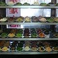 [左營犇牛肉麵]--豐富地小菜櫃