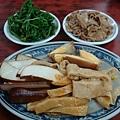[左營犇牛肉麵]--美味小菜上桌