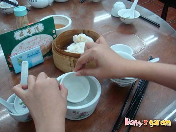 [香港蓮香樓]--開始細心的洗碗碟