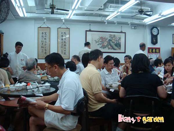 [香港蓮香樓]--港仔優閒的飲茶看報紙