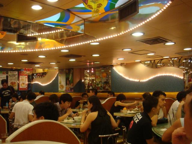 『香港翠華餐廳』--宵夜時間人很多!!