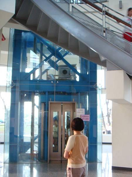 新竹‧南寮漁港--搭電梯往上直達瞭望台