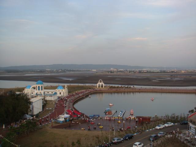 新竹‧南寮漁港--由高往下看!!還有幾棟地中海建築