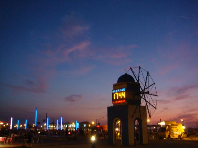 新竹‧南寮漁港--風車造型的時鐘,只可惜天黑囉~