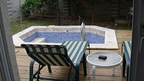 屬於我們自己的游泳池