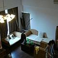 從樓上往下看客廳