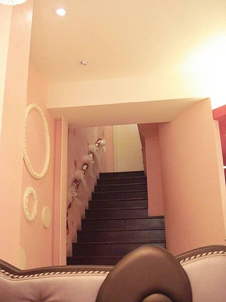 這是通往2樓的樓梯