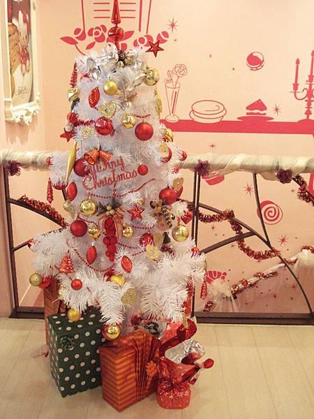 2F的聖誕樹耶!