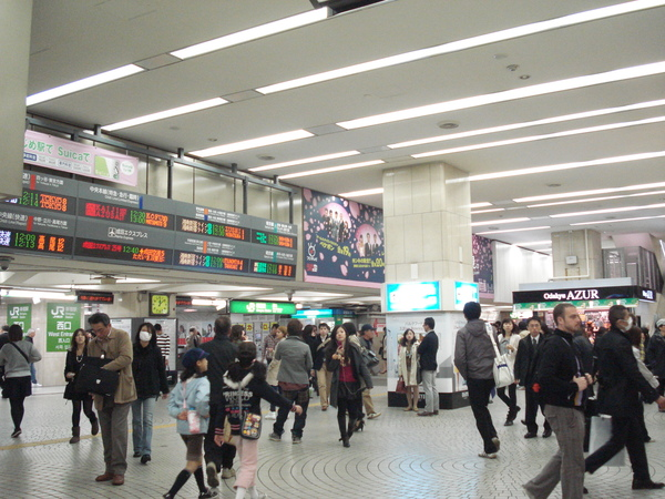 去年先來日本的mini跟王約在新宿西口見面