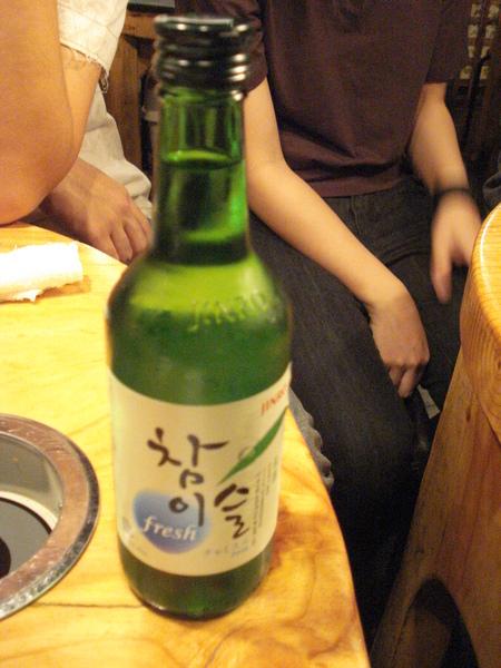 這是韓國燒酒!超讚!全班都敬酒了