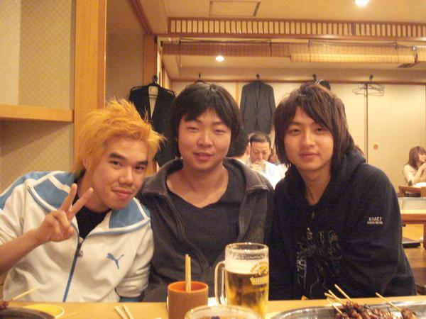 右邊的バイト是x的室友!他日文超強的