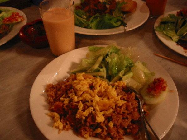 """印尼話的炒飯是""""納西狗藍"""""""