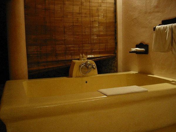 浴缸大到你放水的時候會不小心睡著