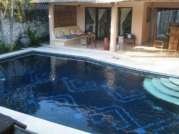 游泳池挺大的,歡迎裸奔