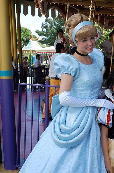後來這位回WDW扮Rapunzel了...
