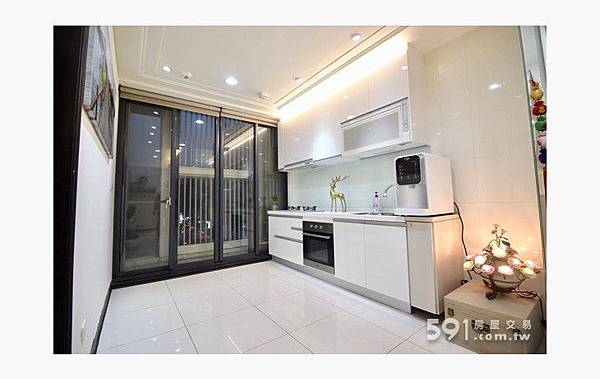 (2)寶山街ROOM18~2+1房車優質美裝潢.jpg