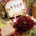 B01BA紅玫小桌花.jpg