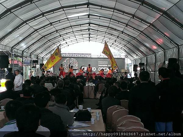 I01A001G 白色9米半圓式帳篷搭設-1