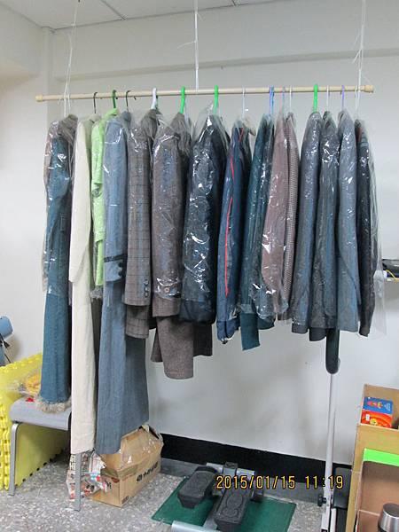 肯納夢工場二手商店-二手服飾區01.JPG