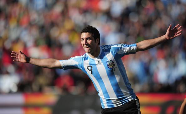 2010.6.17 阿根廷前鋒 9號Higuain 完成帽子戲法的阿根廷英雄.jpg