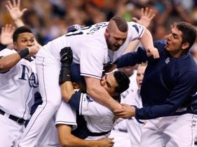 光芒狂賀驚險獲得隊史首座聯盟冠軍盃