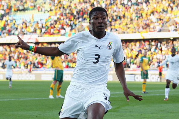 2010.6.19 迦納 3號Gyan 連續兩場踢進對手手球被罰的12碼大禮.jpg