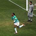 2010.6.20 象牙海岸11號Drogba 門前頭球攻下第一分.jpg