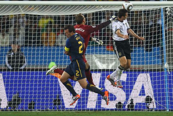 2010.6.13 德國10號Klose 頭球攻下第2分-1.jpg